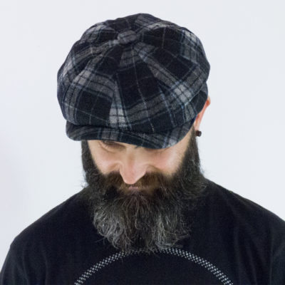 Newsboy cap in blue tartan wool